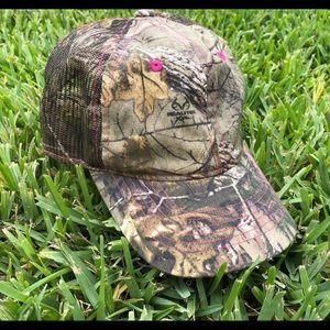 "Women's ""REALTREE"" Camo Hat - Pink Stitching"